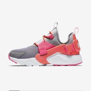 Nike HUARACHES CITY LOW 👅